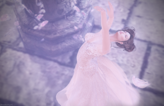 Alluring Beauty Gown by Paris Metro Couture. The best of the best with appliers for modern mesh bodies as well as system layers for classic avatars.