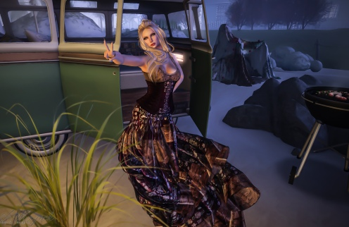 Royal Peasant. Corset is Belleza Sizes and Slink, appliers are Belleza, Slink, Omega, and Maitreya