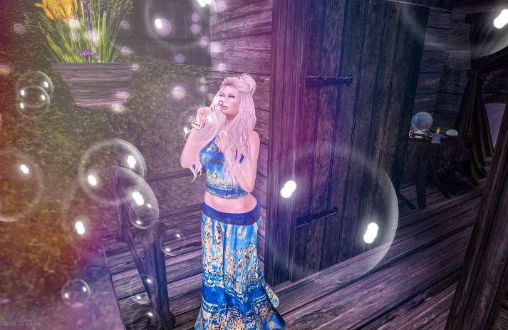 Summer Love skirt and halter top. Fits Maitreya, Belleza and Slink bodies. Remember the textures are one of kind art!
